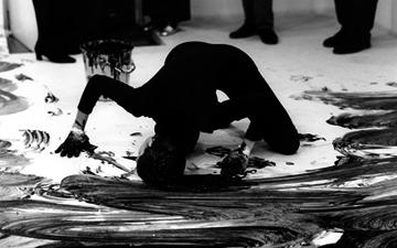 La ausencia de audiencia en el arte perfomativo de Janine Antoni.