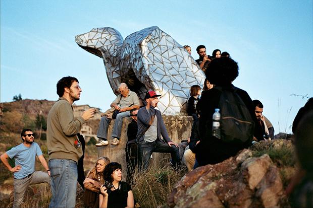 Escultura del Gos de Tura, Castellà de n'Hug. Foto cedida per Mirari Echavarri.